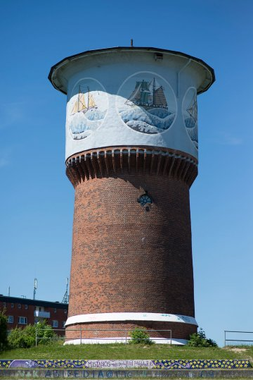 Schiffsmotive am Wasserturm in Kiel-Dietrichsdorf, (Foto: KUNST@SH/Jan Petersen, 2017)