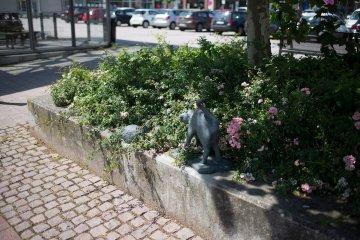 Werner Quade: Zwei Igel und eine Katze, (Foto: KUNST@SH/Jan Petersen, 2017)