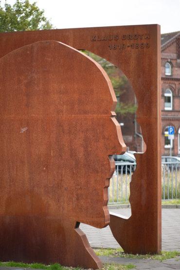Jörg Plickat: Klaus-Groth-Denkmal (Foto: KUNST@SH/Jan Petersen, 2019)