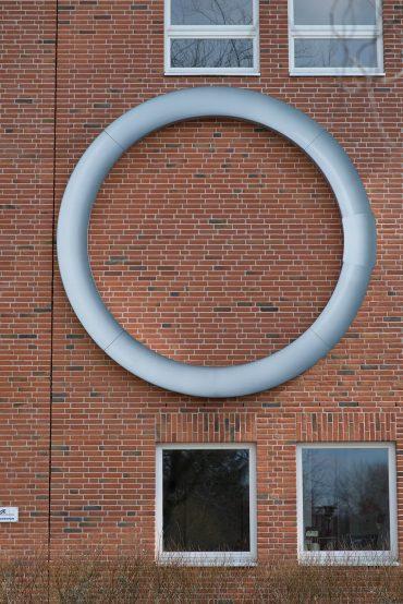 Birgit Jensen: Ringförmige Leuchtinstallation, (Foto: KUNST@SH/Jan Petersen, 2018)