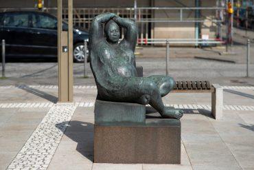 Francisco Zuniga: Sitzende, (Foto: KUNST@SH/Jan Petersen, 2018)