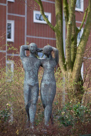 Gisela Engelin-Hommes: Schreitendes Paar, (Foto: KUNST@SH/Jan Petersen, 2018)