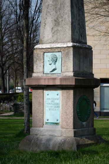 Ernst Matthaei und Johann Conrad Wolff: Büsch-Denkmal (Foto: KUNST@SH/Jan Petersen, 2019)