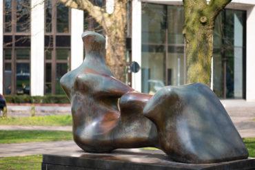 Henry Moore: Reclining Figure - Hand (Foto: KUNST@SH/Jan Petersen, 2019)