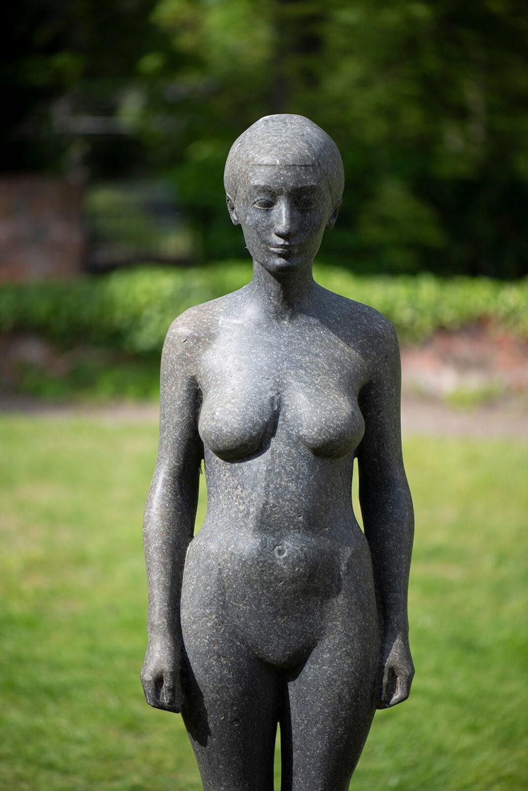 Klaus Kütemeier: Stehende weibliche Figur (Foto: KUNST@SH/Jan Petersen, 2019)