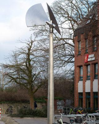 Rolf Lieberknecht: Windkinetische Skulptur mit zwei Kreissegmenten (Foto: KUNST@SH/Jan Petersen, 2019)