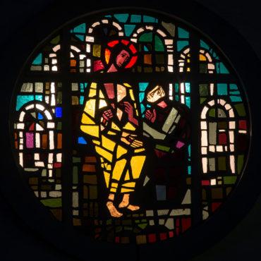 Siegfried Assmann: Sakristeifenster - Thomas und der Auferstandene (Foto: KUNST@SH/Jan Petersen, 2013)