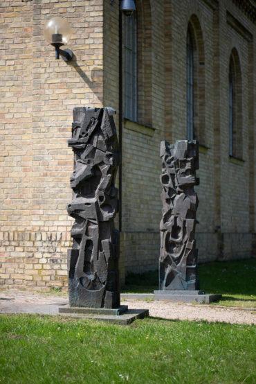 Heinrich Schwarz: Zwei Bronzestelen (Foto: KUNST@SH/Jan Petersen, 2019)