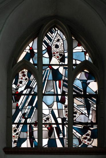 Johannes Beeck: Buntglasfenster St. Nikolaus (Foto: KUNST@SH/Jan Petersen, 2019)