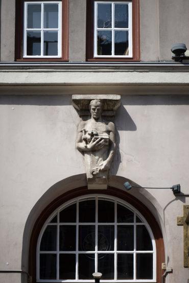 Figurenkonsolen und Architrav Handwerk und Handel (Foto: KUNST@SH/Jan Petersen, 2019)