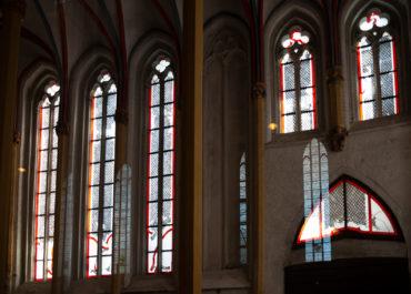 Johannes Schreiter: Fenster der Briefkapelle (Foto: KUNST@SH/Jan Petersen, 2019)