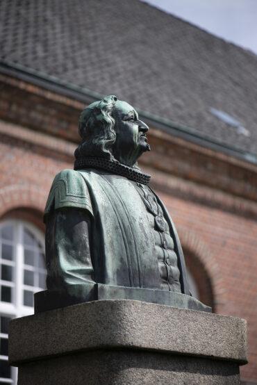 Werner Issel und Hans Poelzig: Denkmal für Johann Rist(Foto: KUNST@SH/Jan Petersen, 2021)