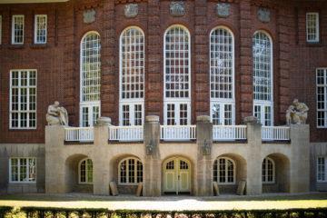 Karl Weinberger: Bauschmuck am Erikahaus (Foto: KUNST@SH/Jan Petersen, 2019)