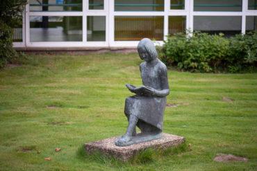 Dora Maaßen: Lesende (Foto: KUNST@SH/Jan Petersen, 2019)