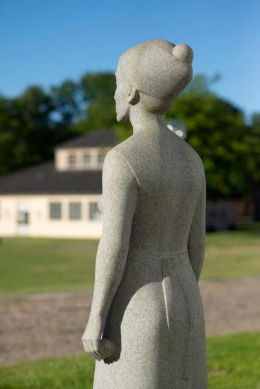 Klaus Kütemeier: Stehende weibliche Gewandfigur, (Foto: KUNST@SH/Jan Petersen, 2018)