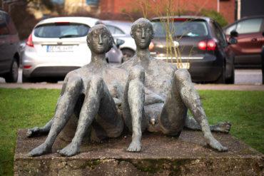 Ursula Querner: Großes liegendes Paar (Foto: KUNST@SH/Jan Petersen, 2020)