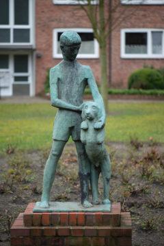 Martin Irwahn: Knabe mit Hund (Foto: KUNST@SH/Jan Petersen, 2020)