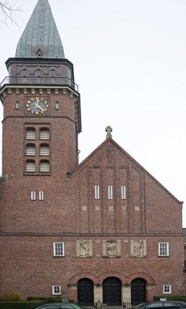 Wilhelm Rex: Reliefs an der Versöhnungskirche (Foto: Marlise Appel, Ev. Akademie der Nordkirche)