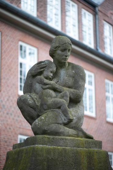 Oskar Ulmer: Mutter und Kind (Foto: KUNST@SH/Jan Petersen, 2020)