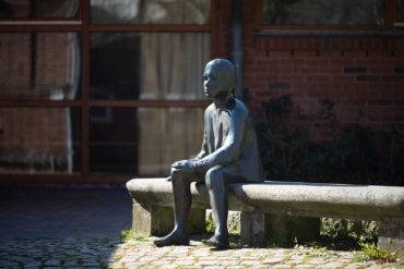 Frauke Wehberg: Sitzende (Foto: KUNST@SH/Jan Petersen, 2020)