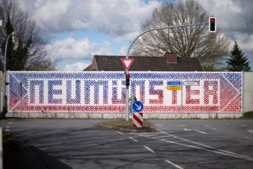 Hansjörg Schneider: Kreuzstich Neumünster (Foto: KUNST@SH/Jan Petersen, 2020)