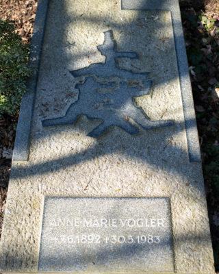 Karl-August Ohrt: Grabmal Anne-Marie Vogler (Foto: KUNST@SH/Jan Petersen, 2020)