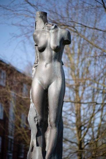 Axel Groehl: Weibliche Figur (Foto: KUNST@SH/Jan Petersen, 2020)