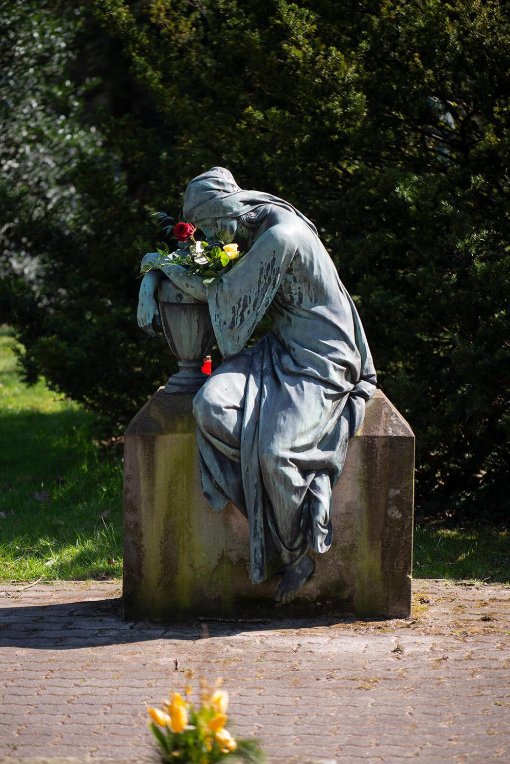 Fidel Binz: Trauernde (Foto: KUNST@SH/Jan Petersen, 2020)