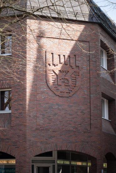 Uwe Bangert: Wappen der Stadt Neumünster (Foto: KUNST@SH/Jan Petersen, 2020)