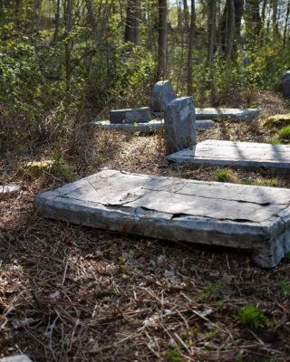 Uwe Schloen: Friedhof für literarische Gestalten (Foto: KUNST@SH/Jan Petersen, 2020)