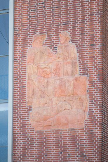 Ernst Hanssen: Zwei Reliefs (Foto: KUNST@SH/Jan Petersen, 2020)