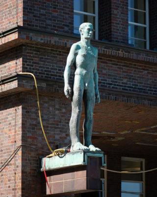 Ludwig Kunstmann: 2 Männerfiguren (Foto: KUNST@SH/Jan Petersen, 2020)