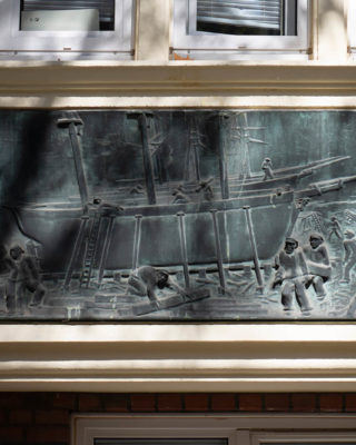 Ludwig Kunstmann: Reliefs am Memel-Haus (Foto: KUNST@SH/Jan Petersen, 2020)