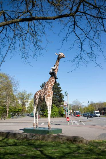 Stephan Balkenhol: Giraffe mit Mann (Foto: KUNST@SH/Jan Petersen, 2020)