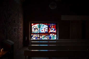 Emil Wachter: Glaskunstfenster Raphael und Tobias (Foto: KUNST@SH/Jan Petersen, 2020)