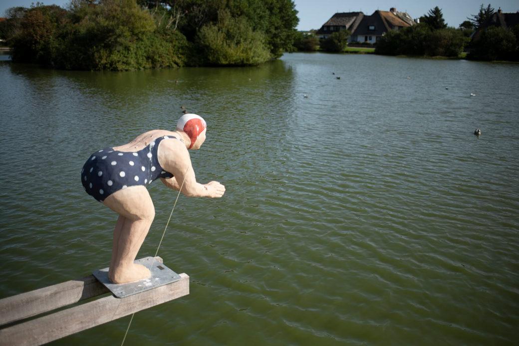 Christel Lechner: Badegast macht Kopfsprung (Foto: KUNST@SH/Jan Petersen, 2020)