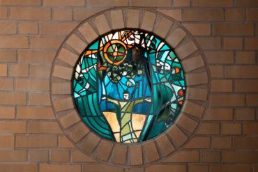 Emil Wachter: Runde Glaskunstfenster (Foto: KUNST@SH/Jan Petersen, 2020)