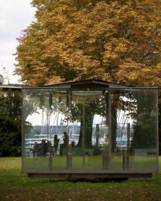 Dan Graham: Double Triangular – Pavillon for Hamburg (Foto: KUNST@SH/Jan Petersen, 2020)