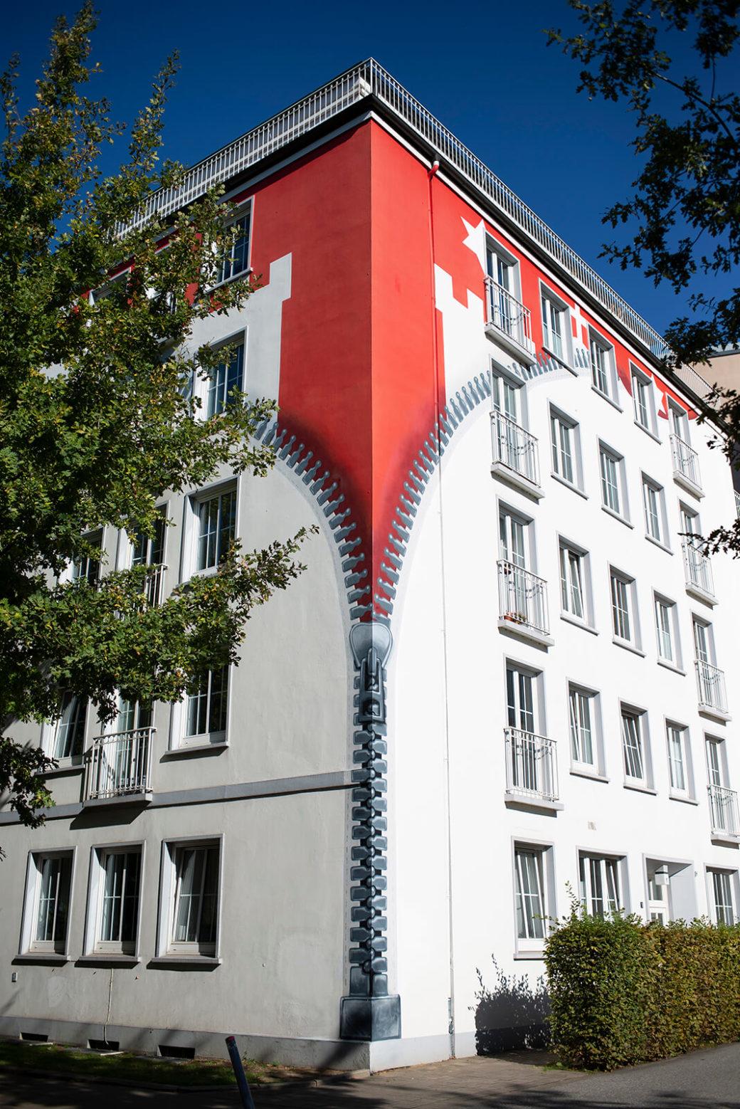 Nils Baumann: Wandbild Reißverschluss (Foto: KUNST@SH/Jan Petersen, 2020)