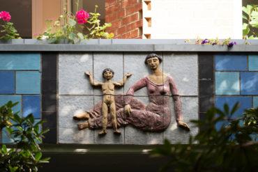 Maria Pirwitz: Keramische Reliefs (Foto: KUNST@SH/Jan Petersen, 2020)