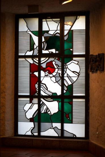 Johannes Beeck: Buntglasfenster Ökumenisches Zentrum (Foto: KUNST@SH/Jan Petersen, 2020)
