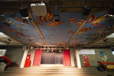 Peter Nagel: Deckenbild im Hans-Geiger-Gymnasium (Foto: KUNST@SH/Jan Petersen, 2020)