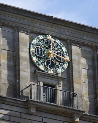 Johann Michael Bossard: Zifferblatt der Uhr (Foto: KUNST@SH/Jan Petersen, 2021)