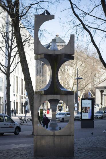Hans-Joachim Frielinghaus: Edelstahlskulptur (Foto: KUNST@SH/Jan Petersen, 2021)