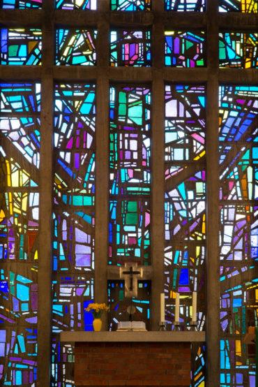 Alfred Roß und Dagmar Schulze-Roß: Altarfenster der Bugenhagenkirche (Foto: KUNST@SH/Jan Petersen, 2019)