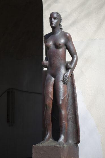 Ludwig Kunstmann: Zwei Frauenfiguren (Foto: KUNST@SH/Jan Petersen, 2021)