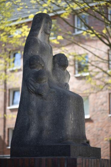 Ludwig Kunstmann: Mutter mit drei Kindern (Foto: KUNST@SH/Jan Petersen, 2021)