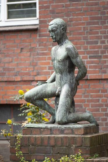 Albert Woebcke: Jüngling mit Schale (Foto: KUNST@SH/Jan Petersen, 2021)