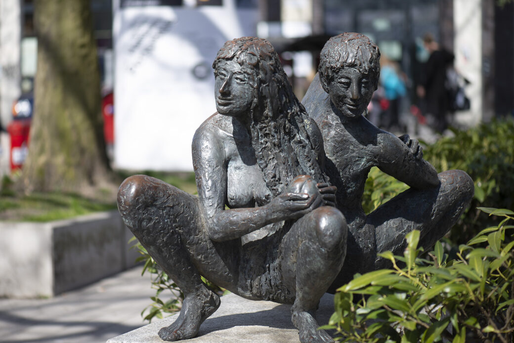 Hanno Edelmann: Adam und Eva (Foto: KUNST@SH/Jan Petersen, 2021)