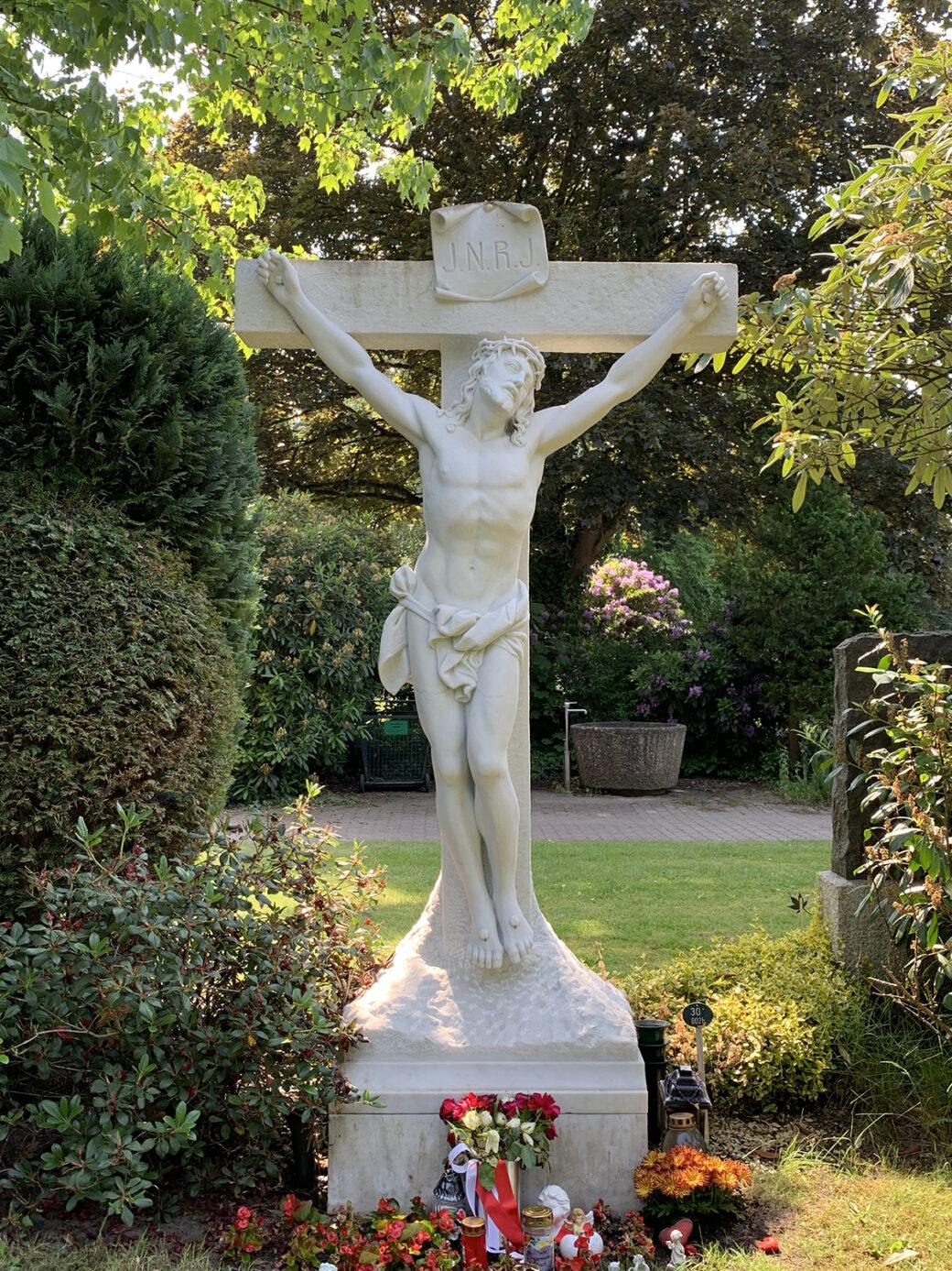 Arthur Wiechert: Altarkreuz der Alt-Rahlstedter Kirche (Foto: KUNST@SH/Jan Petersen, 2021)